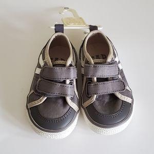 NEW Gap Grey Boys Shoes Size 5